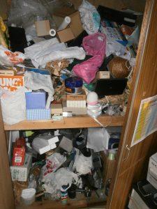 押し入れ内の備品類を回収させて頂きました