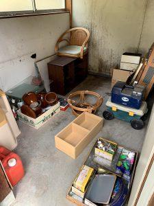 御前崎のお客様、木製棚、キャリーケース、ポリタンク、座椅子、陶器、ガラス、その他備品類を回収させて頂きました。