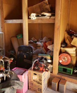 パイプ椅子、ゴルフセット、チェーンソー、工具、その他備品類を回収させて頂きました。