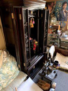 吉田町のお客様、仏壇、布団、ガラス棚、プラケース、その他備品類を回収させて頂きました。