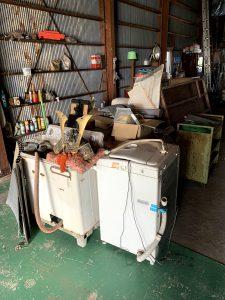 掛川市のお客様、洗濯機、木製ラック、鉄製ワゴン、その他備品類を回収させて頂きました。