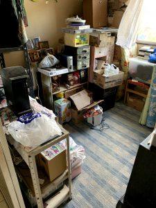 吉田町のお客様、木製ラック、鉄製ラック、プラ収納ケース、カラオケセット、その他備品類を回収させて頂きました。