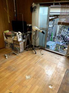 焼津市のお客様、テーブル、ベッド、椅子、プラケース、電化製品、その他不用品を回収させて頂きました。
