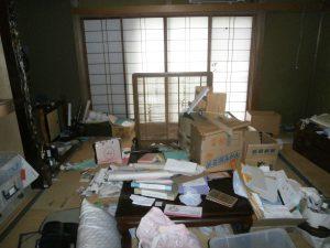 座卓、つい立て、タンス、布団、その他備品類を回収させて頂きました。