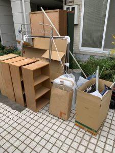 タンス、木製ラック、アルミ物干し、アルミ布団干し、その他備品類を回収させて頂きました。