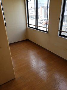ベッド、布団、木製ラック、オフィスデスク、オフィスチェアー、その他備品類を回収させて頂きました。