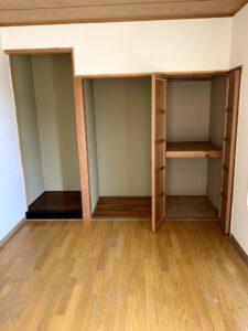 焼津市のお客様、じゅうたん、冷蔵庫、タンス、食器棚、衣装ラック、その他不用品を回収させて頂きました。