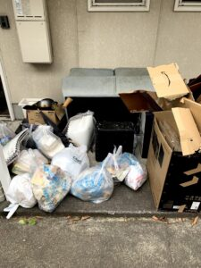 牧之原市のお客様、ソファー、家電、鍋、その他不用品を回収させて頂きました。