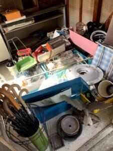 藤枝氏のお客様、電気ストーブ、照明器具、スチールデスク、傘、その他不用品を回収させて頂きました。