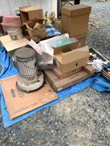 掛川市のお客様、石油ストーブ、木製家具、雛飾り、その他不用品を回収させて頂きました。